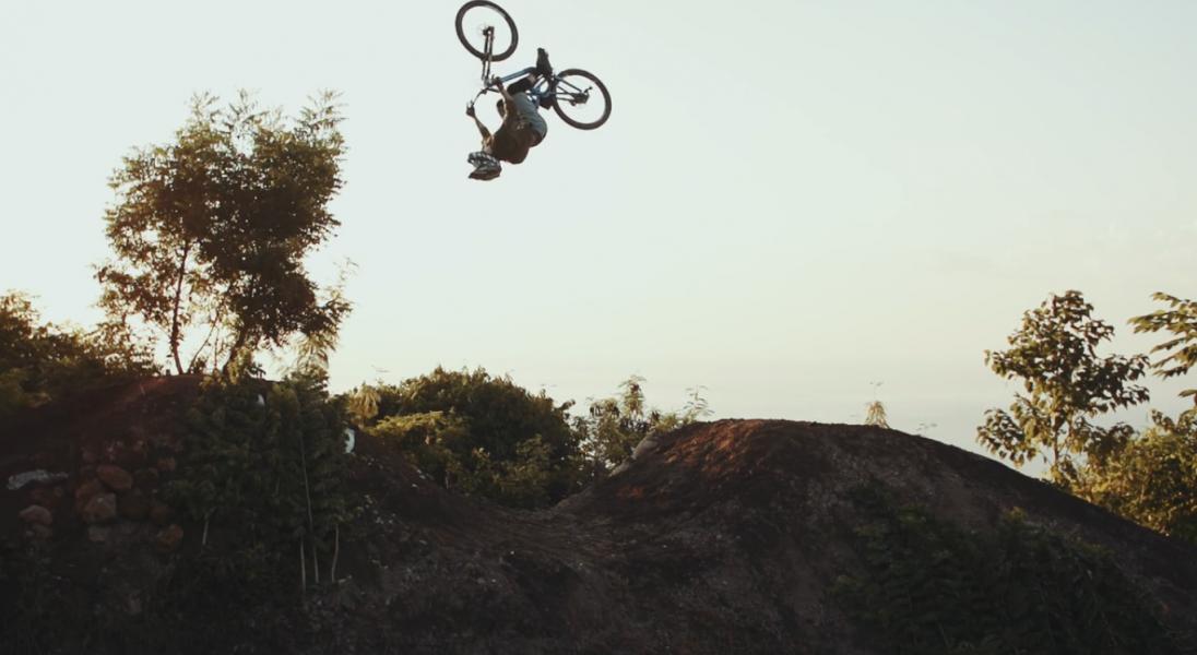 Wyspa Bali z zupełnie nowej perspektywy i rowerowe triki
