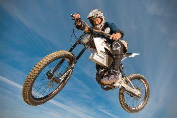 Revolution X obiecuje być najszybszym i najlżejszym elektrycznym rowerem g&oacute;rskim<
