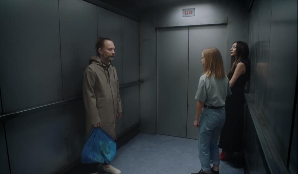 Dokąd jedzie Thom Yorke w surrealistycznej windzie? Zobaczcie nowy klip Radiohead do utworu Lift