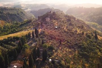 Ten krótki film pozwoli wam przeżyć wirtualne wakacje w malowniczej Toskanii