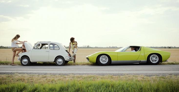 Zobaczcie stylową, wakacyjną opowieść z limonkowym Lamborghini w roli gł&oacute;wnej<