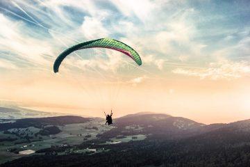 Zobaczcie niesamowity film o tym, jak się zostaje mistrzem w skokach spadochronowych<