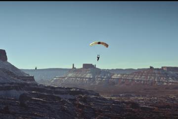 8 ekstremalnych sport&oacute;w powietrznych, jedno Audi RS 7. Ten film to najlepsza rzecz, jaką dziś obejrzycie<