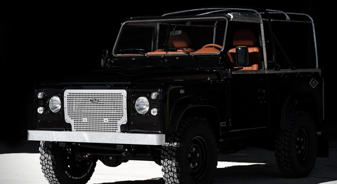 Ten Land Rover Defender przekona was, że czarny to kolor szczęścia