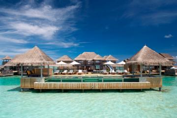 Zajrzyjcie do największej na świecie willi na wodzie, która znajduje się na Malediwach