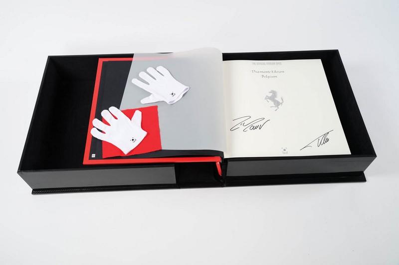 The Official Ferrari Opus to ekskluzywny album o włoskiej marce, który wyceniony jest na 150 000 dolarów
