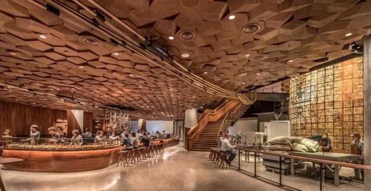 Zobaczcie, jak wygląda największy Starbucks świata, kt&oacute;ry właśnie otwarto w Szanghaju<