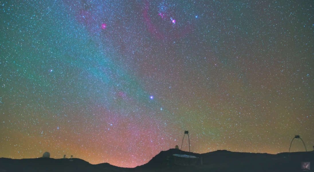 Ten film udowadnia, że na zimowym niebie można zaobserwować równie fascynujące zjawiska, co latem