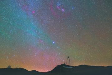 Ten film udowadnia, że na zimowym niebie można zaobserwować r&oacute;wnie fascynujące zjawiska, co latem<