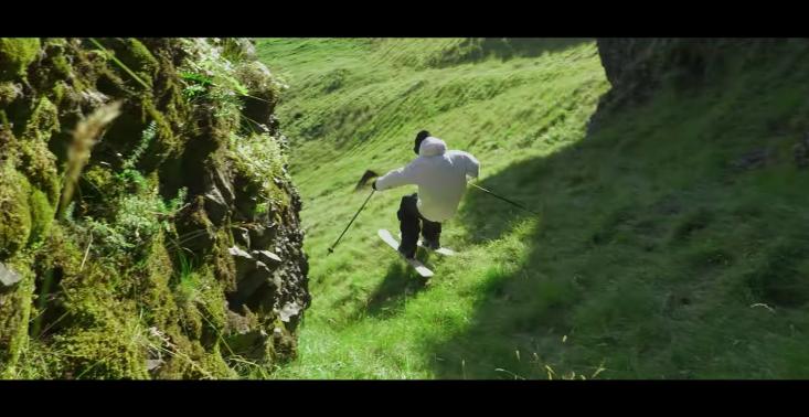 Wszystkie warunki to perfekcyjne warunki - Candide Thovex i jego ekstremalne narciarskie popisy w reklamie... zgadniecie czego?<
