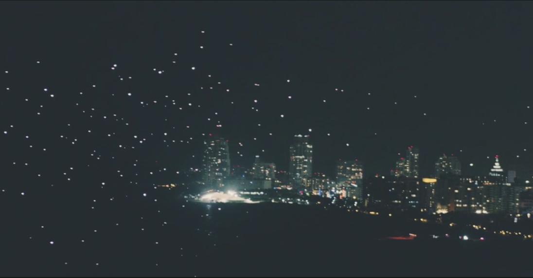 BMW i Studio Drift w ramach festiwalu Art Basel rozświetliły niebo nad Miami 300 dronami