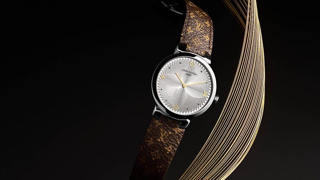 Tambour Slim Metallic Flower od Louis Vuitton to elegancki zegarek dla kobiet, który robi wrażenie