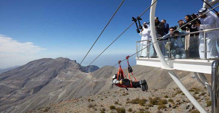 Zjednoczone Emiraty Arabskie mają najdłuższą kolejkę tyrolską. Zjedziesz z niej z prędkością 150 km/h<