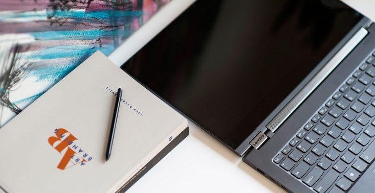 Lenovo Yoga C930 Glass - tak powinien wyglądać stylowy sprzęt dla CEO<