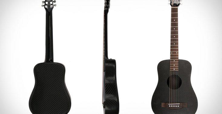 Klos to gitara wykonana z wł&oacute;kna węglowego. Brzmi świetnie i odbija piłki do baseballa<