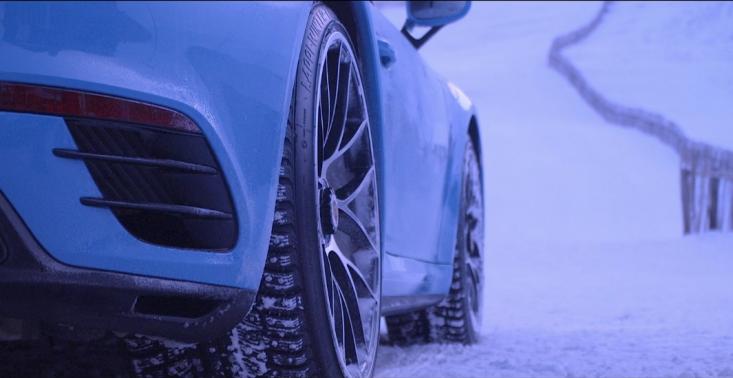 Kr&oacute;l wzg&oacute;rza, czyli jak Porsche 911 Turbo S demonstruje możliwości układu All-Wheel Drive<