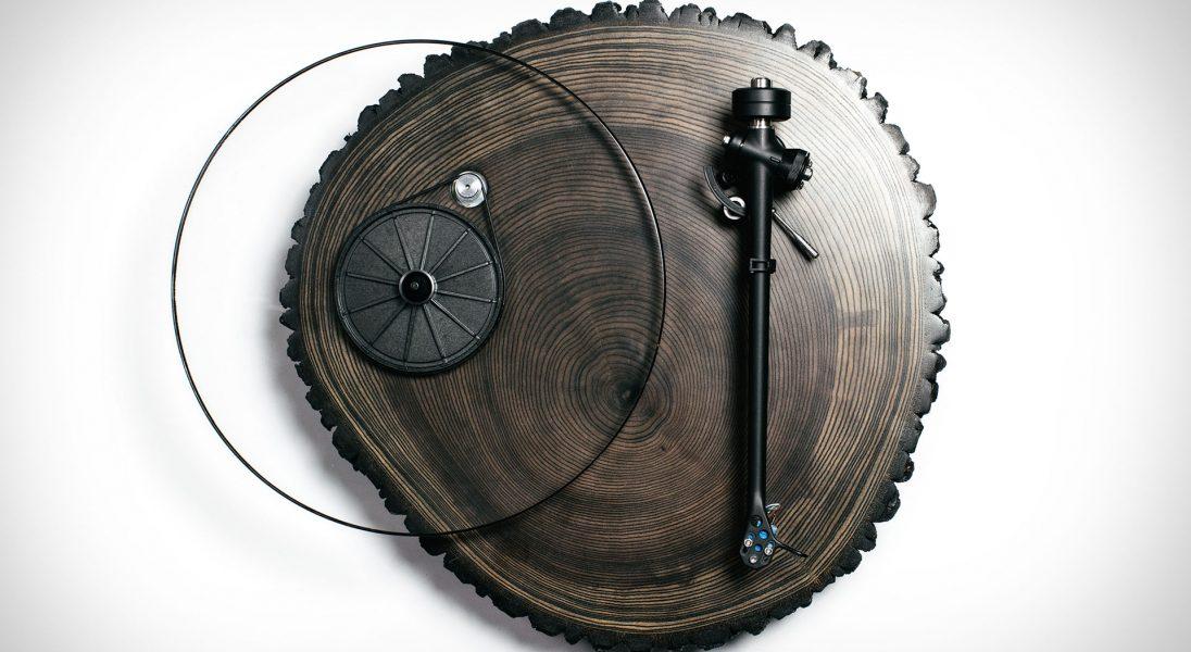 Audiowood x Uncrate Barky to przepiękny drewniany gramofon