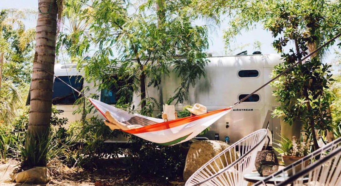 Caravan Outpost to luksusowy kemping w Kalifornii z 11 wyjątkowymi przyczepami