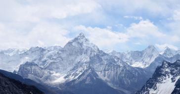 Wheeler Expeditions zabierze cię helikopterem na wyprawę w Himalaje