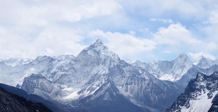 Wheeler Expeditions zabierze cię helikopterem na wyprawę w Himalaje<