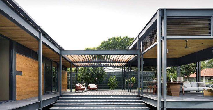 Piękny dom zbudowany z gotowych moduł&oacute;w. Casa Molina inspiruje<