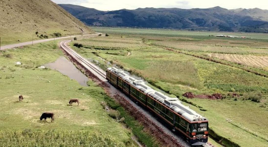 Wybierzcie się w podróż przeszklonym pociągiem do Machu Picchu
