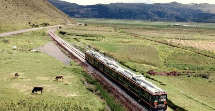 Wybierzcie się w podr&oacute;ż przeszklonym pociągiem do Machu Picchu<