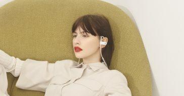 B&O Play prezentuje słuchawki Earset: ewolucja ikony designu