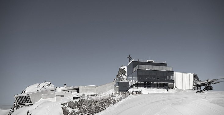 W Tyrolu powstało interaktywne muzeum Jamesa Bonda pełne szybkich samochod&oacute;w<