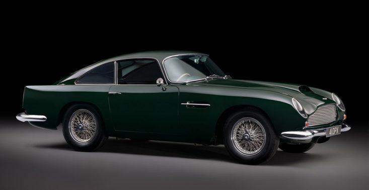Ten piękny Aston Martin zapisał się w filmowej historii<