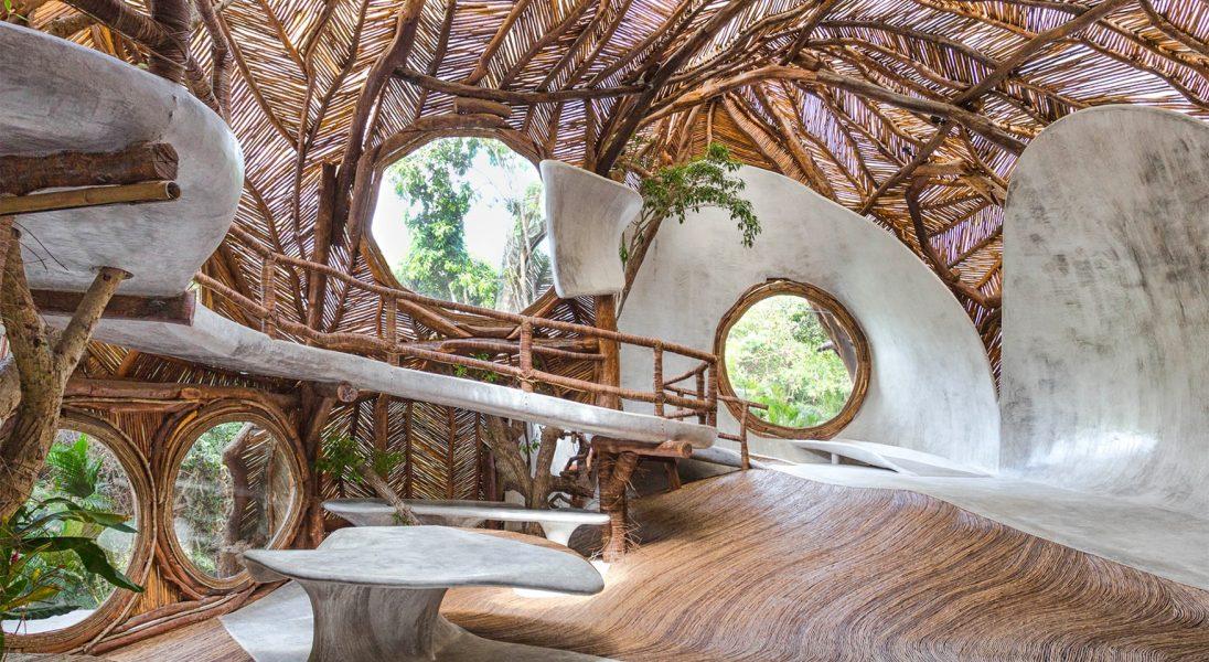 Rodzina Guggenheim otworzyła ekologiczną galerię sztuki w Meksyku, która przypomina domek na drzewie