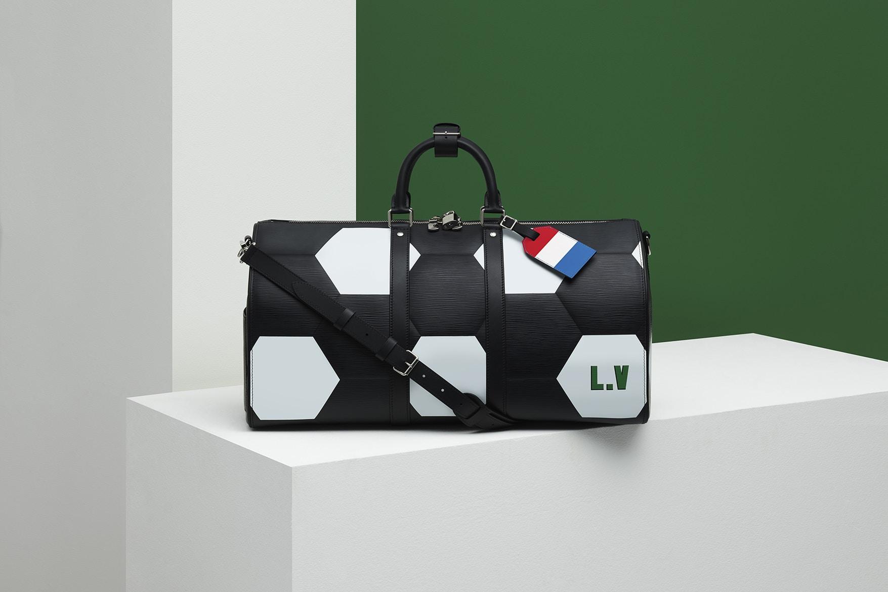 63ce36772d2e1 Począwszy od plecaków Apollo po metki na bagaż, popularne produkty marki Louis  Vuitton zostały ozdobiona sześciokątną mozaiką. Dla osób z wyjątkowo  zasobnym ...