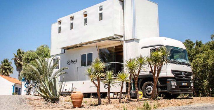 Mobilny hotel Truck Surf zawiezie surfer&oacute;w na wybrzeże Portugalii lub Maroka<