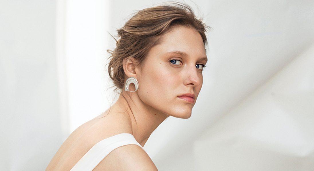 Pochwała minimalizmu w nowej kampanii marki UMIAR