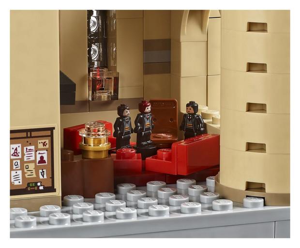 Lego Wypuściło Zestaw Z Zamkiem Hogwart Który Składa Się Z