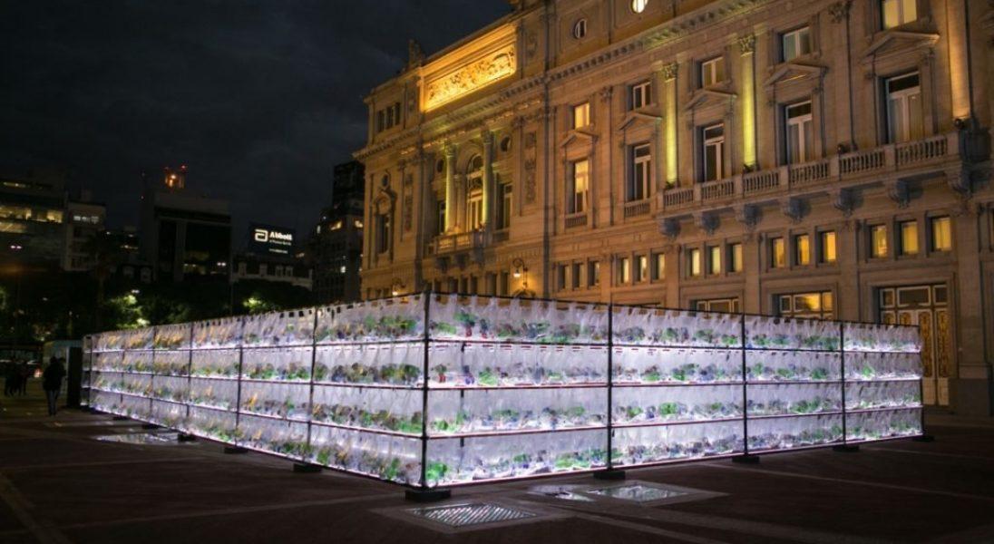 Wielki labirynt z plastiku ma zwrócić uwagę na problem zanieczyszczenia środowiska