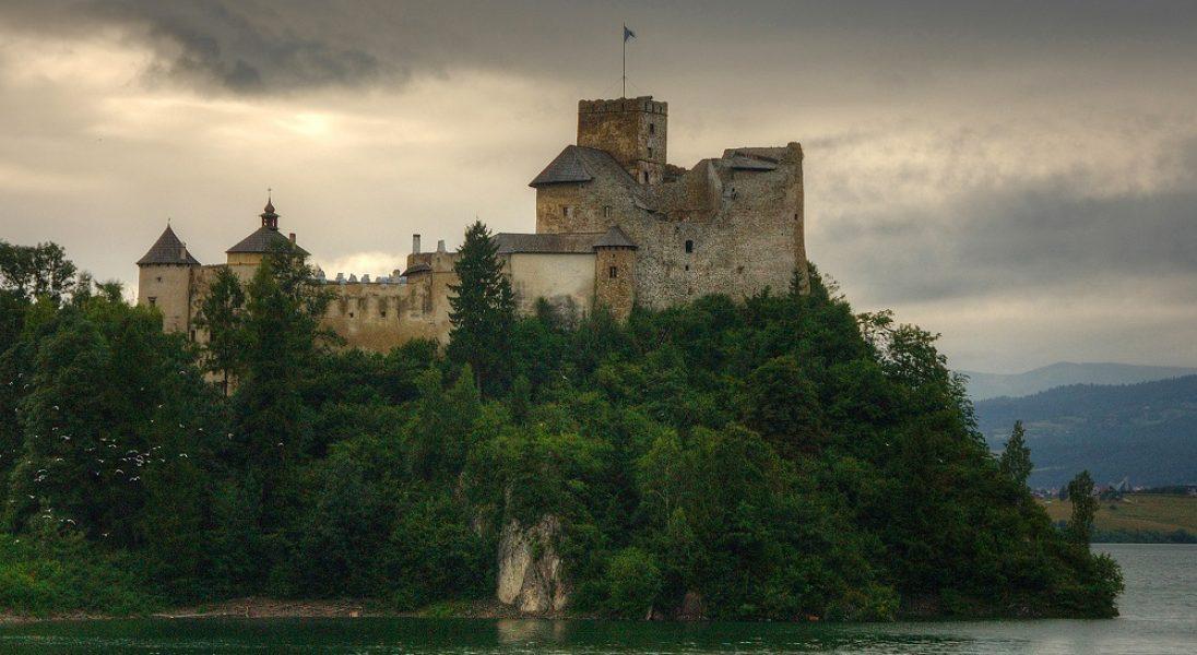 W Puszczy Noteckiej powstaje zamek? Oto 10 polskich zamków, które udowadniają, że kolejnych nam nie trzeba