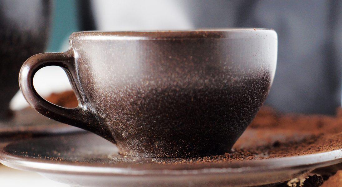 Kawa podana w kawie? Berliński start-up sprzedaje kubki zrobione z fusów