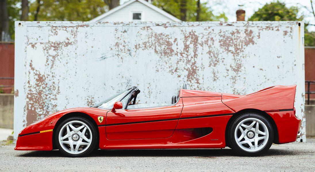 Czerwone Ferrari F50 Berlinetta z 1995 roku idzie pod młotek