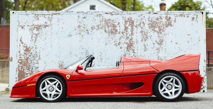 Czerwone Ferrari F50 Berlinetta z 1995 roku idzie pod młotek<