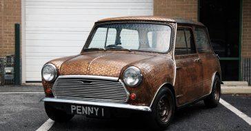 Pokryty 4000 monet Morris Mini-Minor, który promował hit Beatlesów Penny Lane ma dziś bardzo atrakcyjną cenę