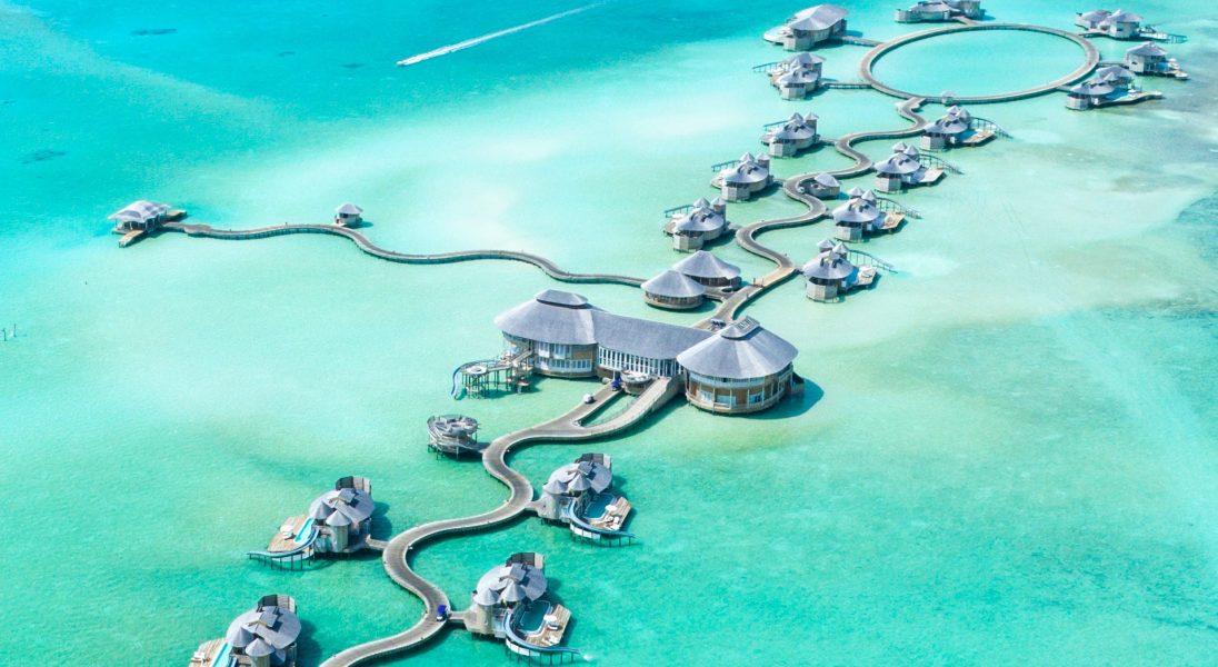 """Z serii """"praca marzeń"""" - poszukiwany księgarz do sklepu w luksusowym hotelu na Malediwach"""