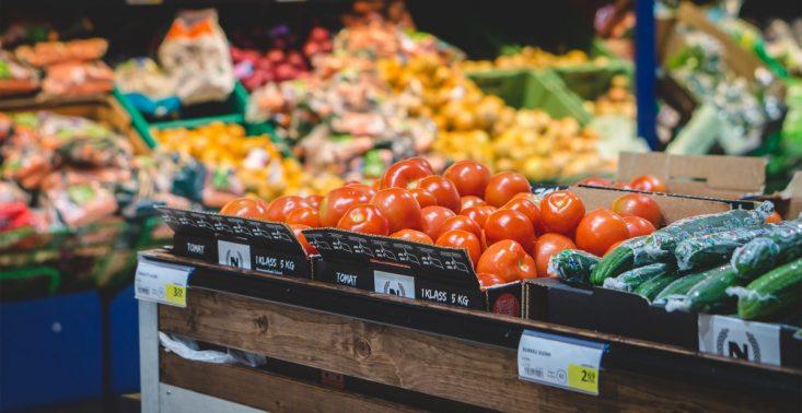 Koniec z wyrzucaniem przez sklepy &quot;uszkodzonych&quot; owoc&oacute;w i warzyw? Lidl będzie je sprzedawać<
