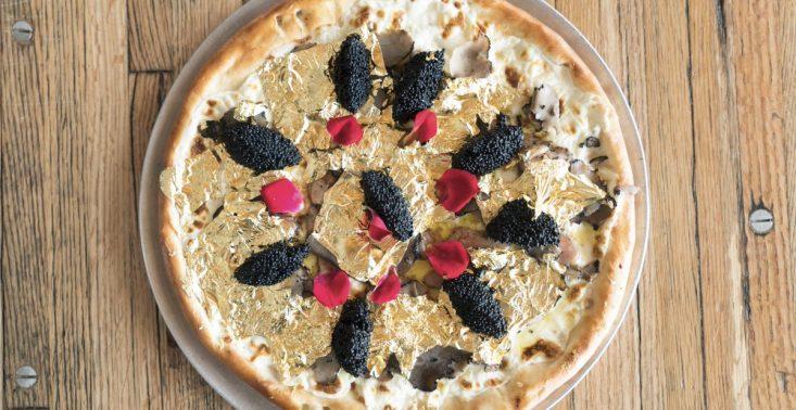 Jadalne złoto, kawior i foie gras - tak wygląda najdroższa pizza na świecie<