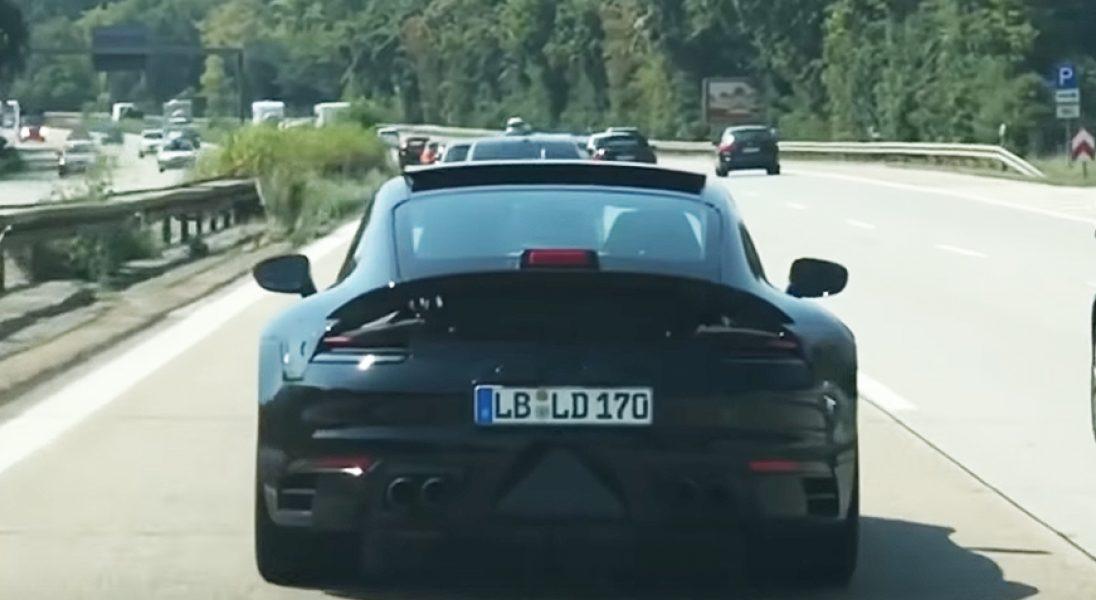 """Nowe Porsche 911 """"przyłapane"""" na drogowych testach"""