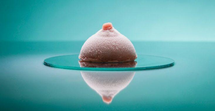 R&oacute;żany &quot;deser&quot; w kształcie piersi wygrał lodowy konkurs Bompas &amp; Parr<