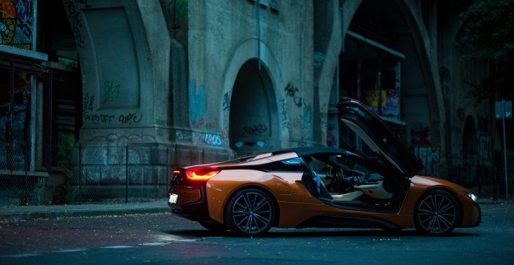 Jeździliśmy BMW Roadster i8 - jednym z najbardziej spektakularnych samochodów<