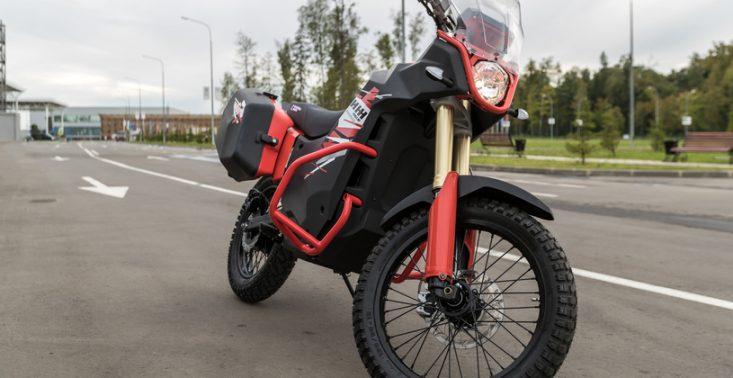 Kałasznikow pokazuje nowe modele cywilnych motocykli z napędem elektrycznym<