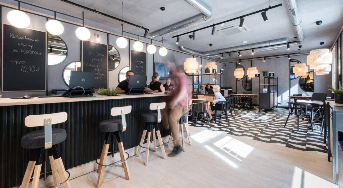 INEA otwiera nowy salon obsługi klienta, który wygląda jak kawiarnia