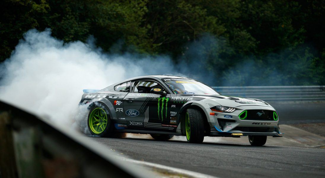 Ford Mustang RTR przejechał cały tor Nurburgring za pomocą nieprzerwanego driftu